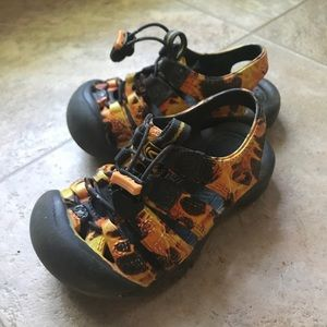 Toddler size 8 keen water shoe